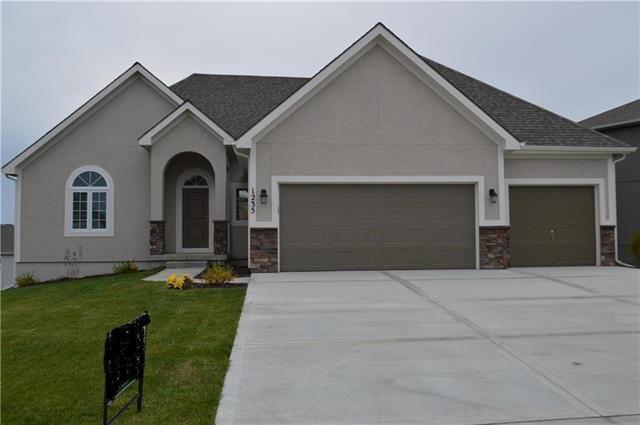 1235 NW 94 Terrace, Kansas City, MO 64155 (#2169184) :: Dani Beyer Real Estate