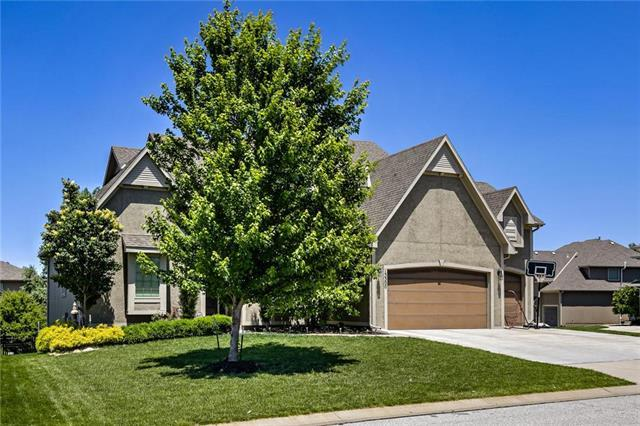 13300 W 173rd Place, Overland Park, KS 66221 (#2170886) :: House of Couse Group