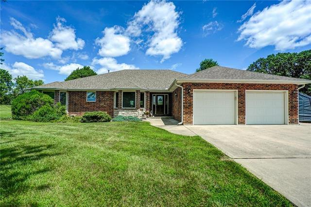 2 Hill Drive, Smithville, MO 64089 (#2173029) :: Clemons Home Team/ReMax Innovations