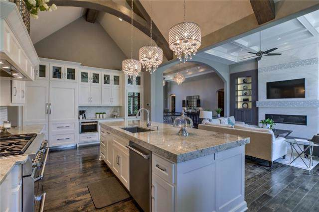 6069 Southlake Drive, Parkville, MO 64152 (#2174123) :: House of Couse Group