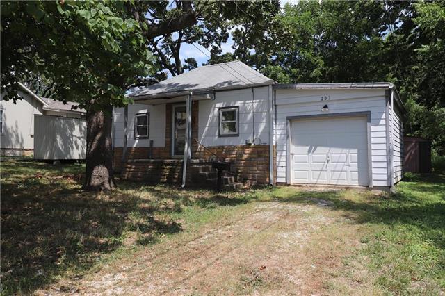 203 S Petroleus Street, Paola, KS 66071 (#2174810) :: Kansas City Homes