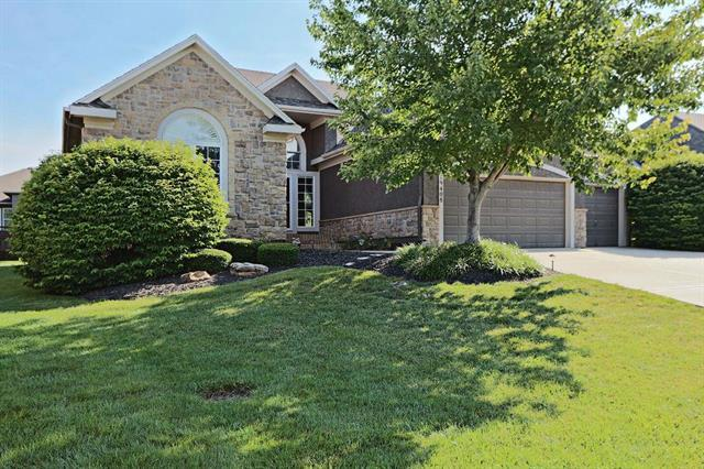19408 W 98th Terrace, Lenexa, KS 66220 (#2175751) :: Clemons Home Team/ReMax Innovations