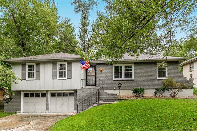11819 E 56th Terrace, Kansas City, MO 64133 (#2183617) :: Eric Craig Real Estate Team