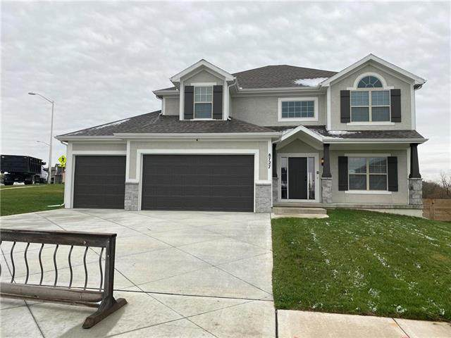 8727 N Spruce Court, Kansas City, MO 64156 (#2188587) :: The Shannon Lyon Group - ReeceNichols