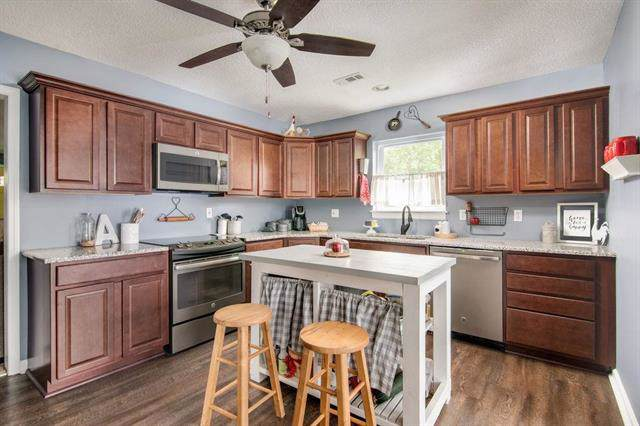 1010 5th Street, Osawatomie, KS 66064 (#2193279) :: House of Couse Group