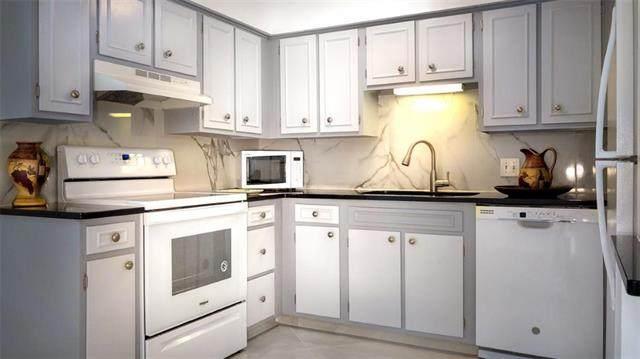 8221 Santa Fe Drive #11, Overland Park, KS 66204 (#2193619) :: Team Real Estate