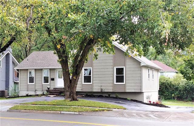 10227 Roe Avenue, Overland Park, KS 66207 (#2194387) :: The Shannon Lyon Group - ReeceNichols