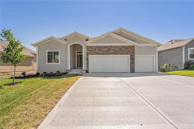 1013 NE Copperwood Drive, Lee's Summit, MO 64086 (#2194427) :: Jessup Homes Real Estate   RE/MAX Infinity