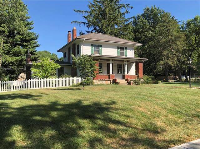 7341 Terrace Street, Kansas City, MO 64114 (#2216657) :: Ron Henderson & Associates