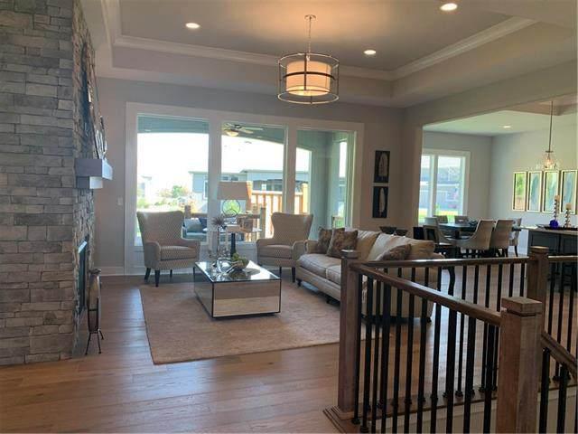 8197 Valley Road, Lenexa, KS 66220 (#2225800) :: Dani Beyer Real Estate