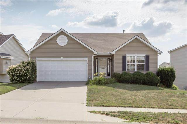 8820 N College Avenue, Kansas City, MO 64156 (#2226962) :: House of Couse Group