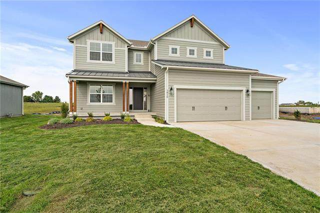18920 Skyview Lane, Spring Hill, KS 66083 (#2227228) :: Edie Waters Network