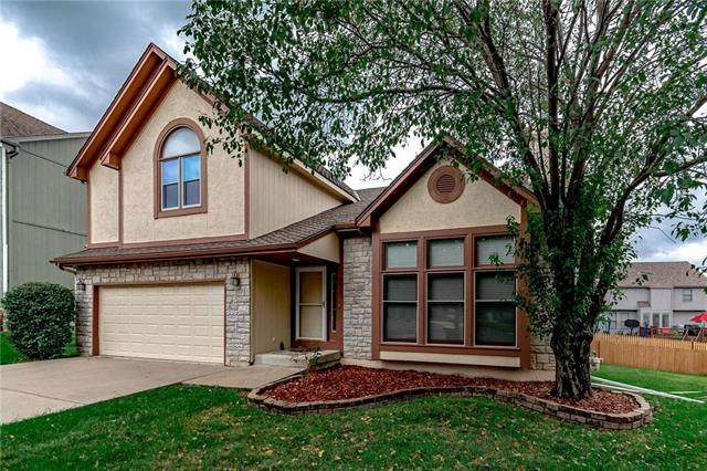 8220 W 123rd Street, Overland Park, KS 66213 (#2230541) :: Dani Beyer Real Estate