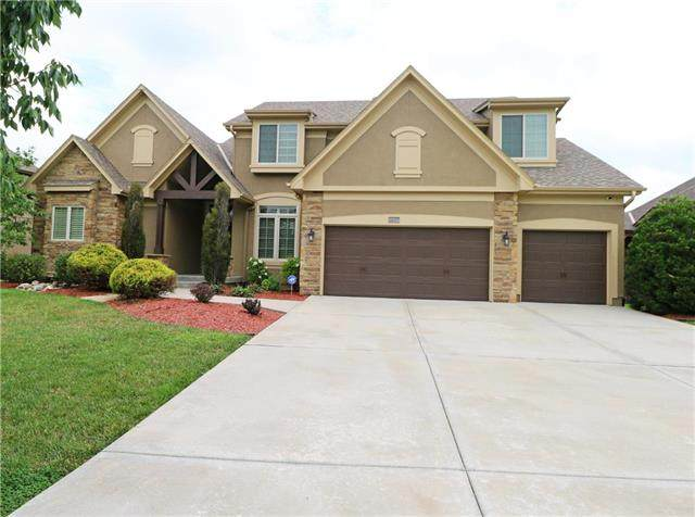 1637 NE Woodland Shores Drive, Lee's Summit, MO 64086 (#2233271) :: Jessup Homes Real Estate | RE/MAX Infinity