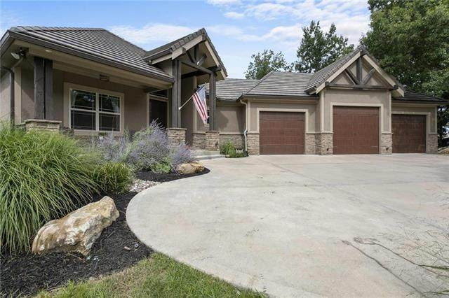 817 NE Del Lago Court, Lee's Summit, MO 64064 (#2233640) :: House of Couse Group