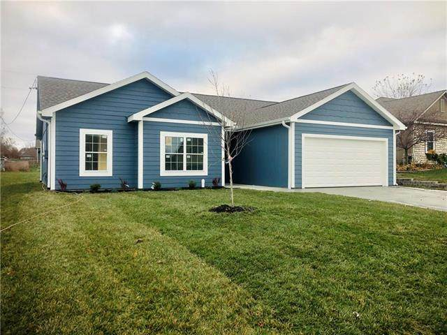 216 Meadowbrook Lane, Wellsville, KS 66092 (#2236787) :: House of Couse Group
