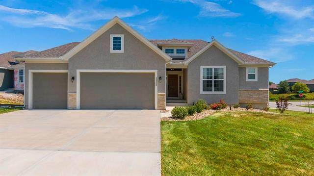 25258 W 83rd Terrace, Lenexa, KS 66227 (#2239300) :: House of Couse Group