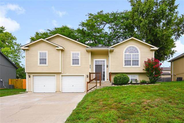 809 Old Stage Road, Pleasant Hill, MO 64080 (#2241780) :: Edie Waters Network