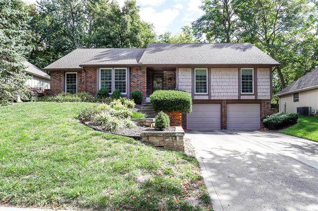 501 N Clayview Drive, Liberty, MO 64068 (#2244333) :: Ask Cathy Marketing Group, LLC