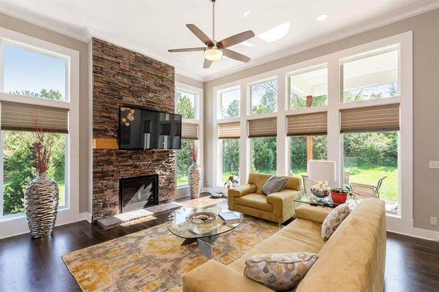 142 NW Pointe Drive, Kansas City, MO 64116 (#2245060) :: House of Couse Group