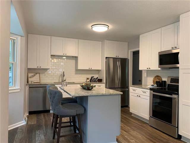 19380 Foster Street, Stilwell, KS 66085 (#2245076) :: Austin Home Team