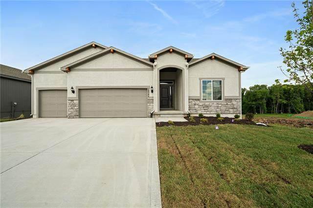 10704 N Fisk Avenue, Kansas City, MO 64154 (#2253483) :: Five-Star Homes