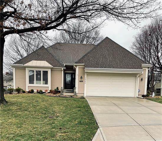 7943 W 118th Place, Overland Park, KS 66210 (#2309334) :: Five-Star Homes