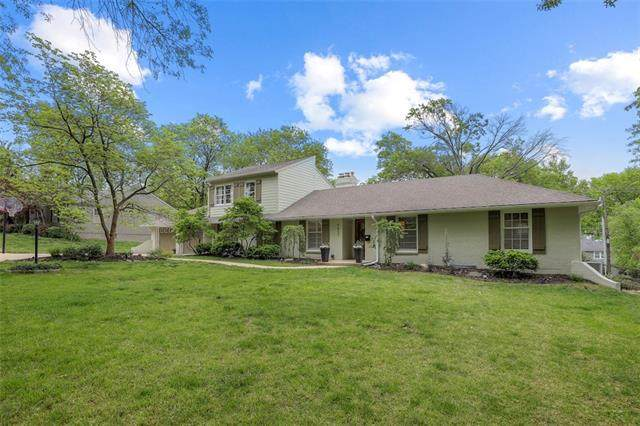 9837 Overbrook Road, Leawood, KS 66206 (#2313363) :: Team Real Estate