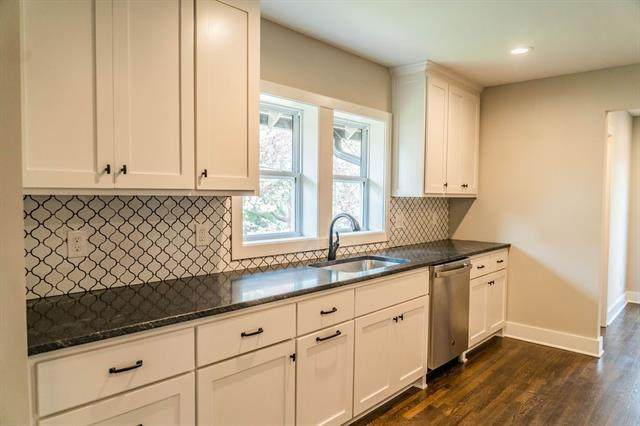 4428 Summit Street, Kansas City, MO 64111 (#2318260) :: Five-Star Homes