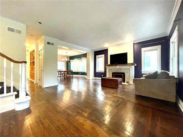 3903 Forest Avenue, Kansas City, MO 64111 (#2322554) :: Ron Henderson & Associates