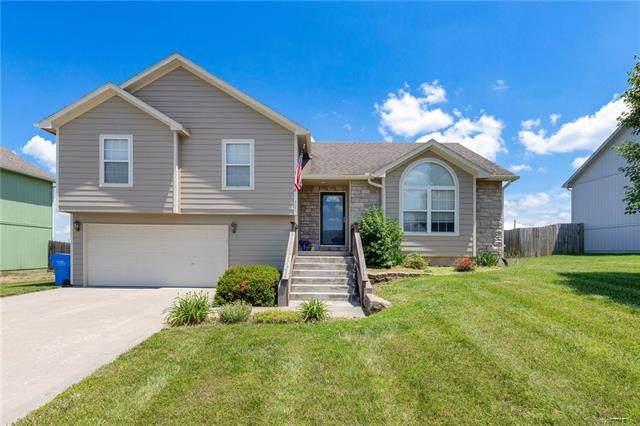 941 N Hickory Drive, Tonganoxie, KS 66086 (#2325480) :: Dani Beyer Real Estate
