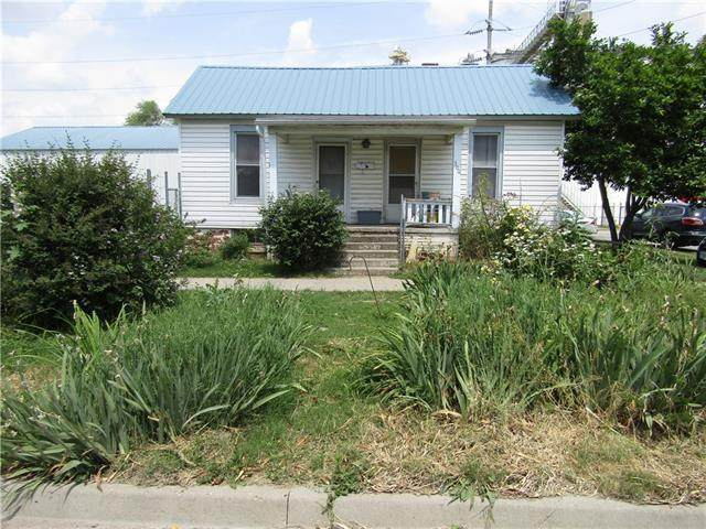 300 Fairground Avenue, Higginsville, MO 64037 (#2327791) :: Edie Waters Network