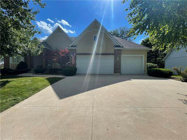 2312 SW Waterfall Drive, Lee's Summit, MO 64081 (MLS #2327844) :: Stone & Story Real Estate Group