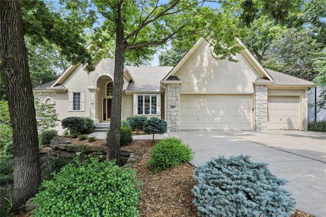 2228 SW Waterfall Place, Lee's Summit, MO 64081 (#2335053) :: Austin Home Team