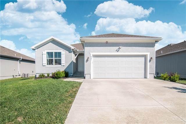 921 SE Auburn Court, Blue Springs, MO 64014 (#2338874) :: Dani Beyer Real Estate