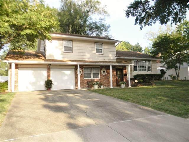10715 Wheeling Avenue, Kansas City, MO 64134 (#2341356) :: Dani Beyer Real Estate
