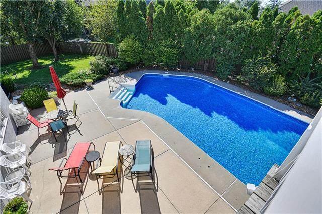 12714 Maple Street, Overland Park, KS 66209 (#2341403) :: Austin Home Team