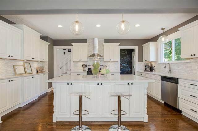 446 W 67TH Terrace, Kansas City, MO 64113 (#2341415) :: Austin Home Team