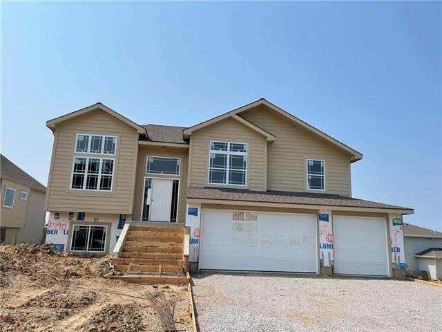 7190 NW Forest Lakes Drive, Parkville, MO 64152 (#2341582) :: The Shannon Lyon Group - ReeceNichols
