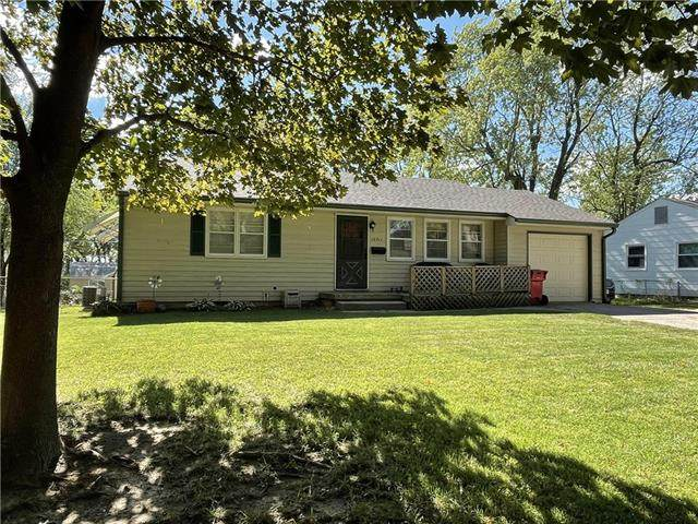 12711 E Bowen Street, Independence, MO 64055 (#2345414) :: Austin Home Team