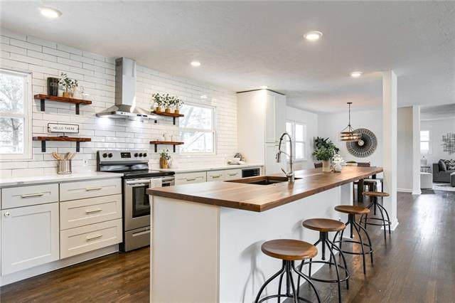 204 W Country Lane, Kansas City, MO 64114 (MLS #2345756) :: Stone & Story Real Estate Group