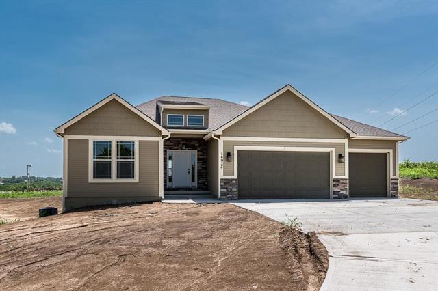 14933 Prairie Crossing Street, Leavenworth, KS 66048 (#2045476) :: Edie Waters Network