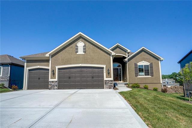 10414 N Dallas Avenue, Kansas City, MO 64154 (#2073983) :: Char MacCallum Real Estate Group