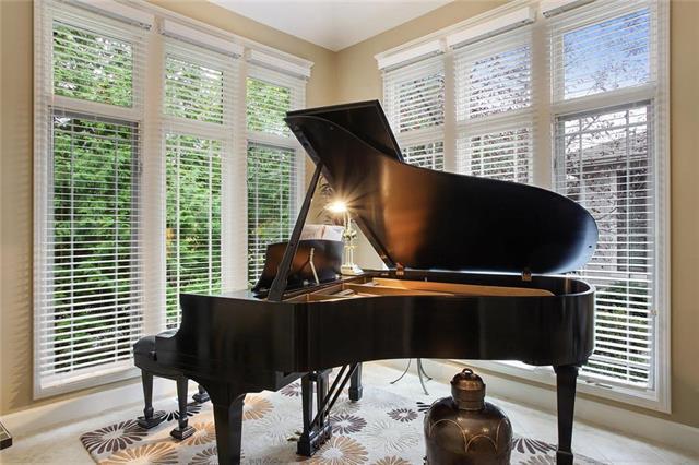 6105 W 102nd Court, Overland Park, KS 66207 (#2074212) :: Char MacCallum Real Estate Group