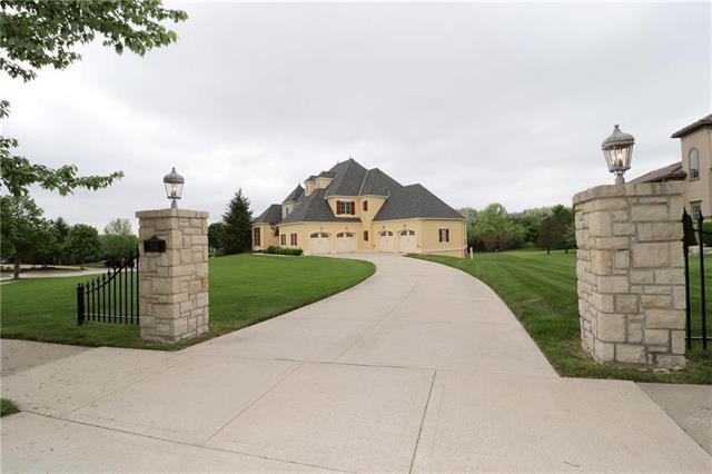 7905 N Shoal Creek Valley Drive, Kansas City, MO 64157 (#2081910) :: Edie Waters Network