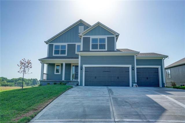 1033 NE Copperwood Drive, Lee's Summit, MO 64086 (#2084264) :: Char MacCallum Real Estate Group