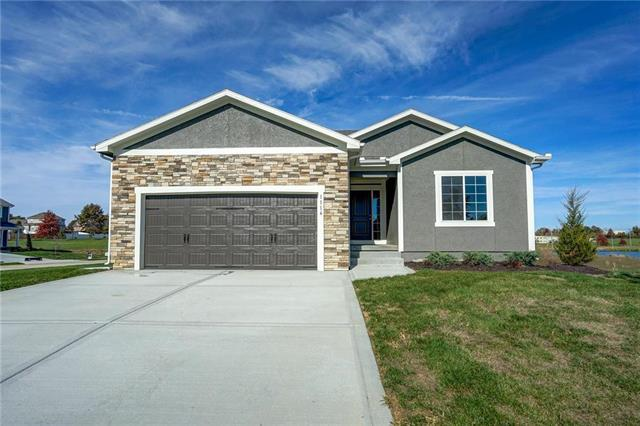 1116 SW Hawthorn Circle, Oak Grove, MO 64075 (#2092469) :: House of Couse Group