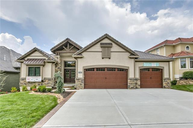 9226 Cottonwood Canyon Drive, Lenexa, KS 66219 (#2095011) :: The Shannon Lyon Group - ReeceNichols