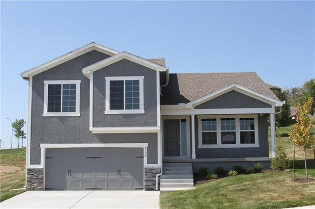 2326 S Heartland Court, Independence, MO 64057 (#2095759) :: Edie Waters Network