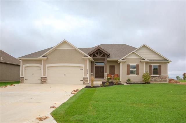 4228 S White Sands Court, Blue Springs, MO 64015 (#2098244) :: Edie Waters Network